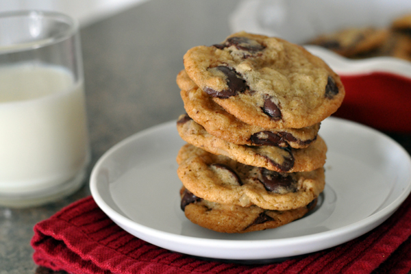 chocolate-chip-cookies-stack